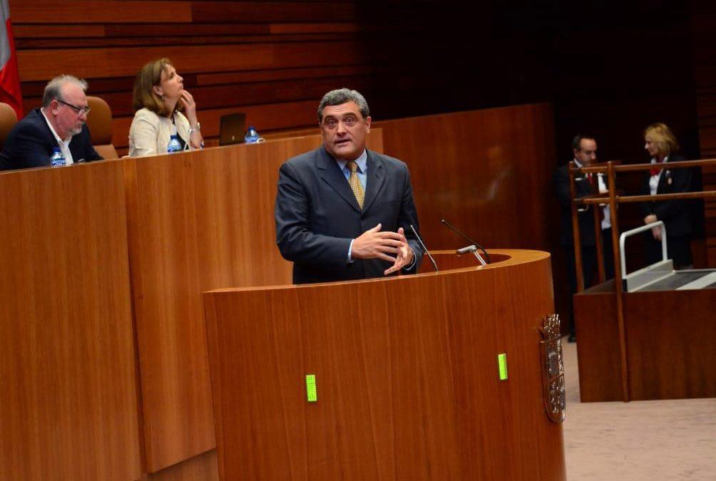 El procurador de Por Ávila se reúne con el presidente de la Junta de Castilla y León
